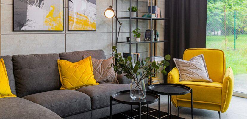 Żółte meble w salonie